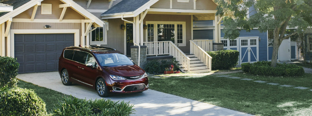 Can the 2017 Chrysler Pacifica park itself?
