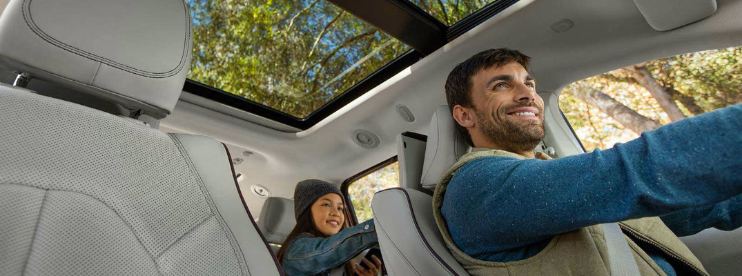 How does Easy Tilt Seating work in the 2017 Chrysler Pacifica?