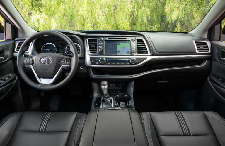 What does the inside of the 2017 HIghlander look like?