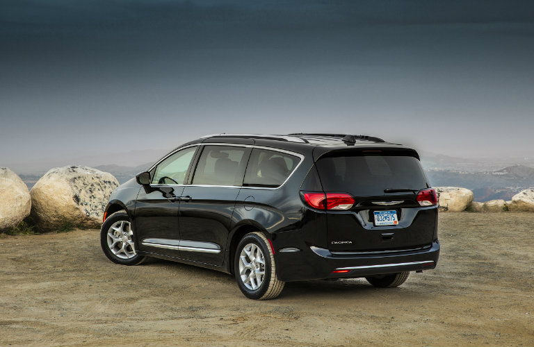 2017 chrysler pacifica hybrid gets up to 84 mpg. Black Bedroom Furniture Sets. Home Design Ideas