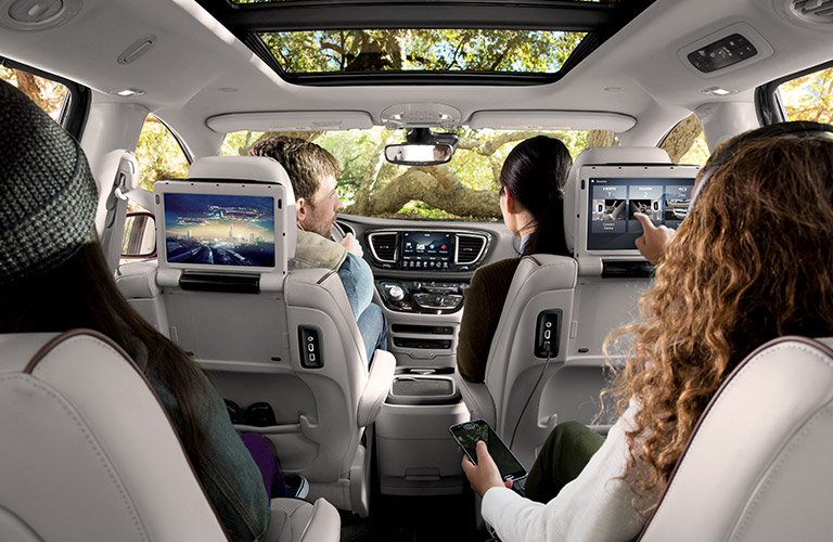2017 chrysler pacifica passenger and cargo space. Black Bedroom Furniture Sets. Home Design Ideas