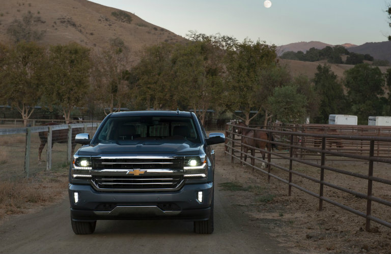 how much can the 2017 chevy silverado tow. Black Bedroom Furniture Sets. Home Design Ideas