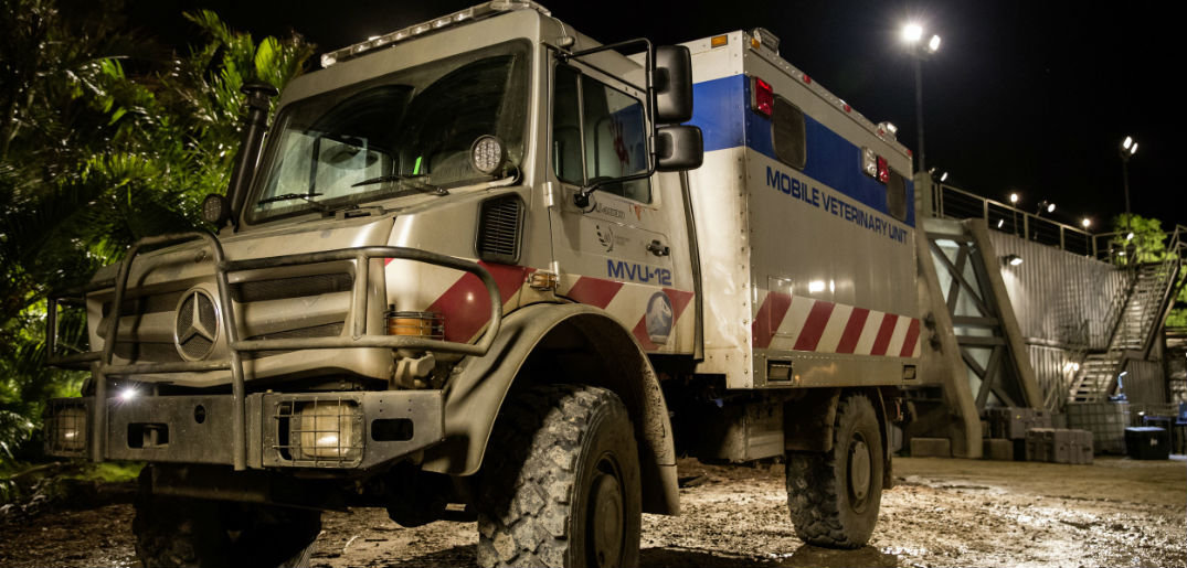 Mercedes-Benz Unimog Dinosaur Ambulance Jurassic World