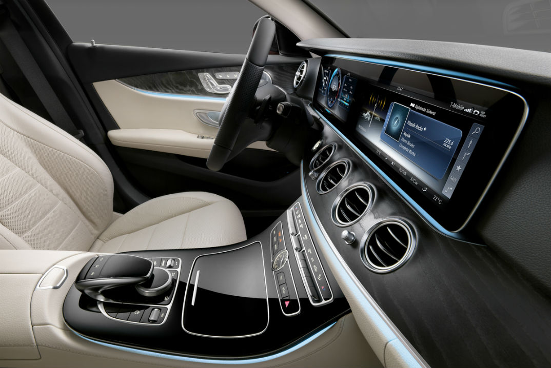 2017 Mercedes-Benz E-Class Dashboard Display