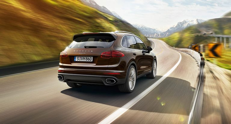 How much does the 2017 Porsche Cayenne cost?