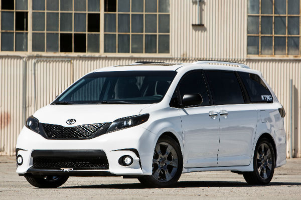 toyota sienna r line concept hits the track. Black Bedroom Furniture Sets. Home Design Ideas