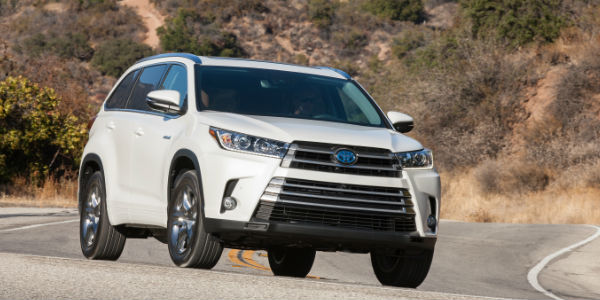 2017 Toyota Highlander In White Exterior View Of Front And Side