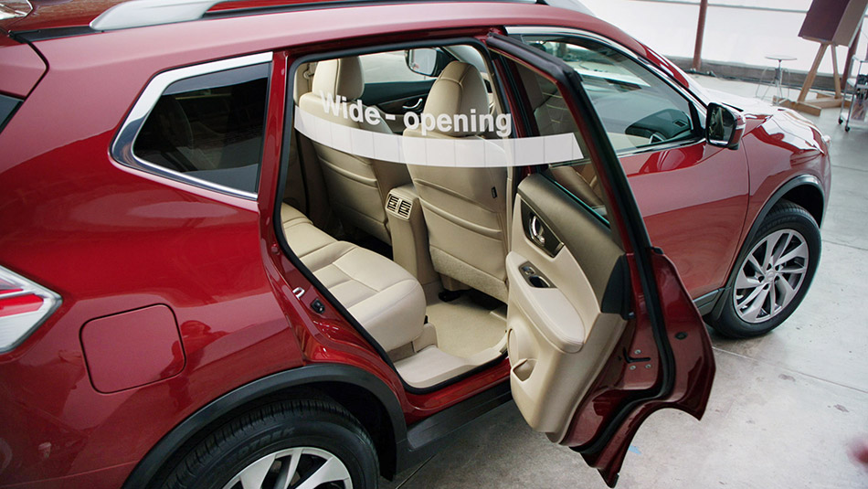 2016 Nissan Rogue passenger space 1 & 2016 Nissan Rogue passenger and cargo space