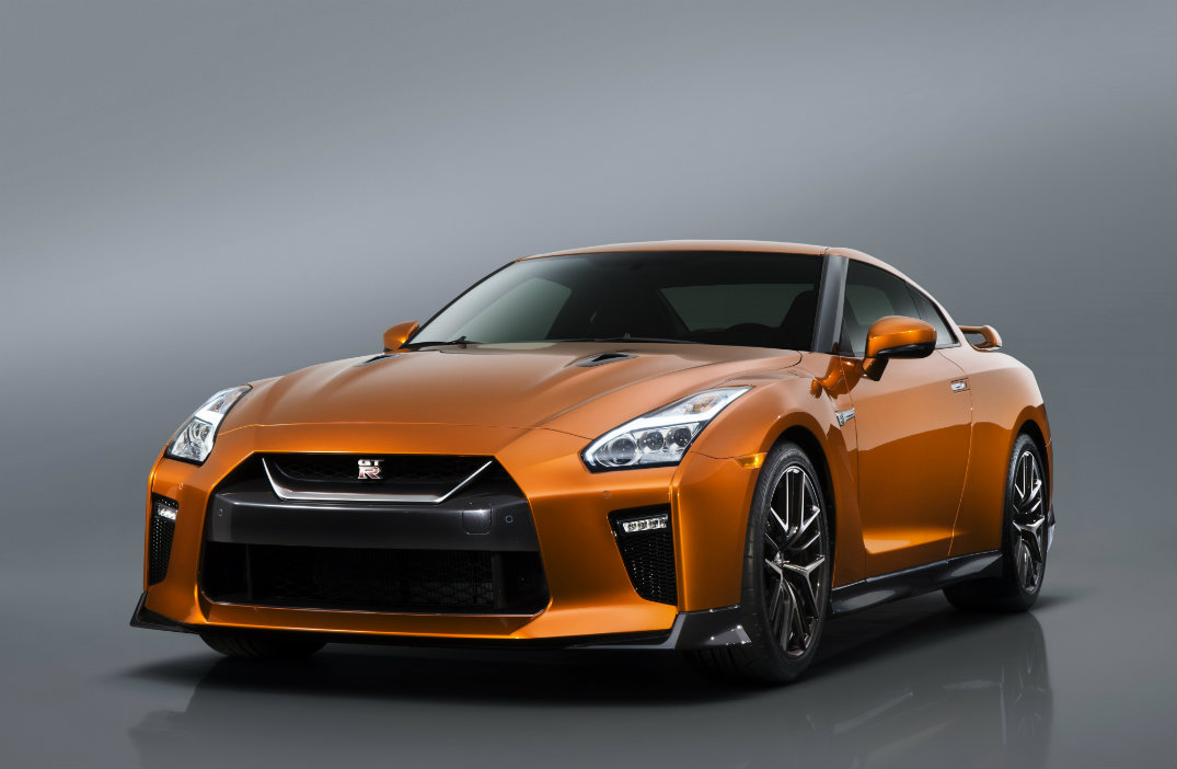 2016 nissan gt r vs 2017 nissan gt r. Black Bedroom Furniture Sets. Home Design Ideas