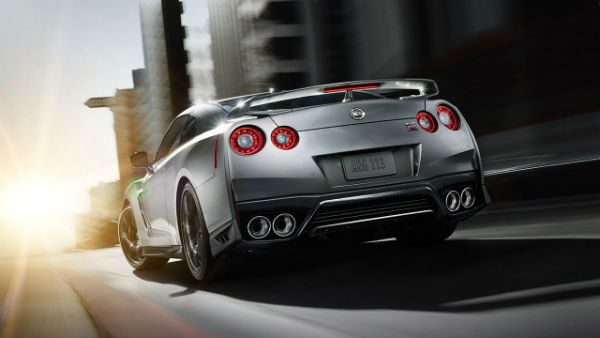 2017 Nissan GT-R photo from rear