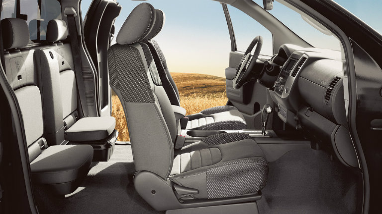 2017 nissan frontier cargo capacity and passenger space. Black Bedroom Furniture Sets. Home Design Ideas
