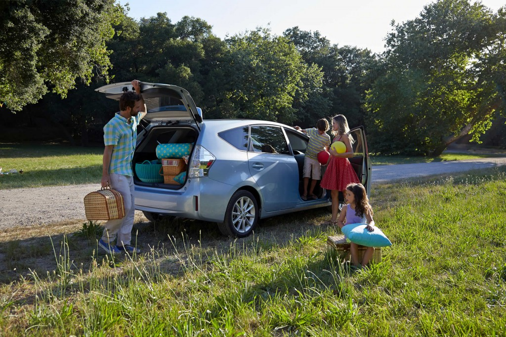 2014 Toyota Prius v road trip accessories
