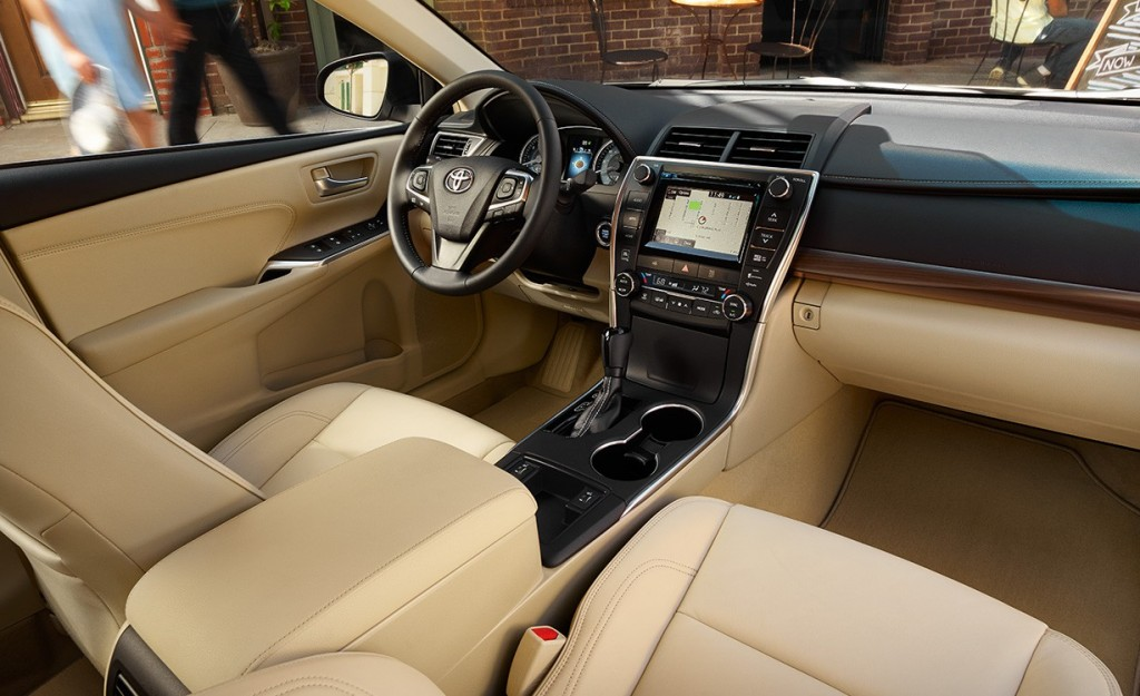 2014 toyota camry se interior pictures