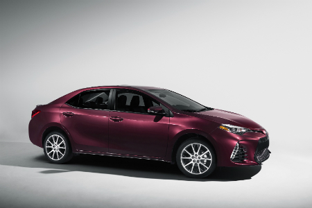 differences between the 2018 toyota camry and corolla