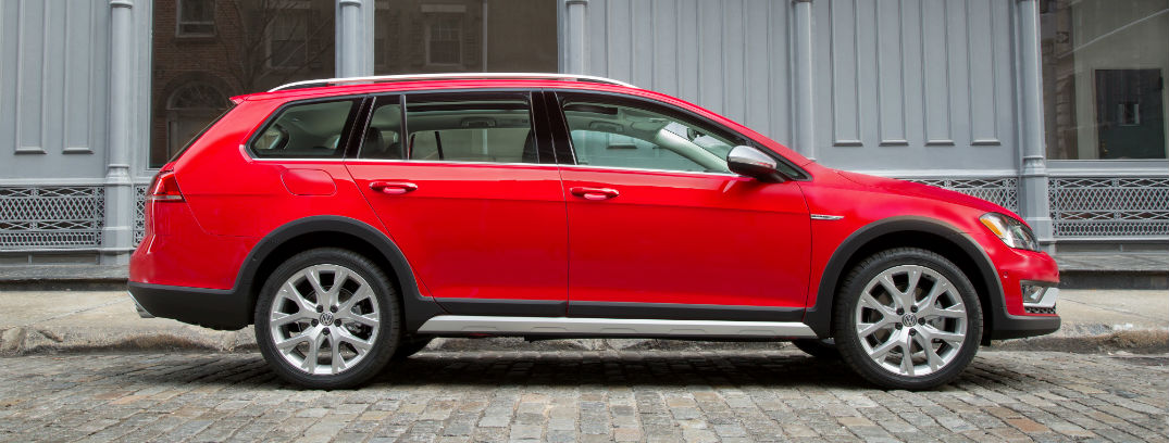 2017 golf alltrack exterior side red
