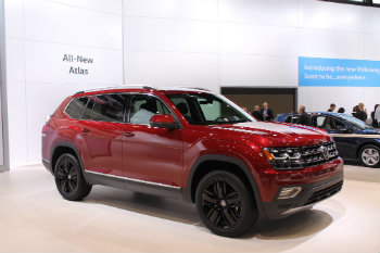 2018 Volkswagen Atlas red side