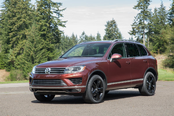 2017 Volkswagen Touareg in the woods