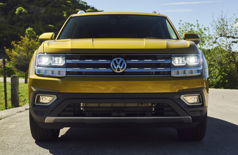 2018 VW Atlas front grille and headlights