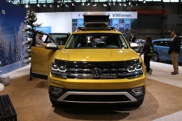 2018 volkswagen atlas weekend edition at 2017 chicago auto show. Black Bedroom Furniture Sets. Home Design Ideas