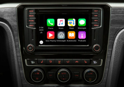Does the 2016 Volkswagen Passat have a better interior than the 2016 Toyota Camry-infortainment display-karen radley vw