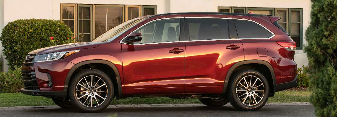 Side View of the 2018 Toyota Highlander in Red