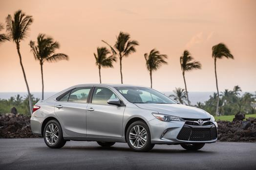 2015_Toyota_Camry_SE_002_62085_42747_low (1)