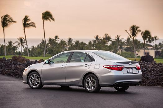 2015_Toyota_Camry_SE_003_62088_42747_low