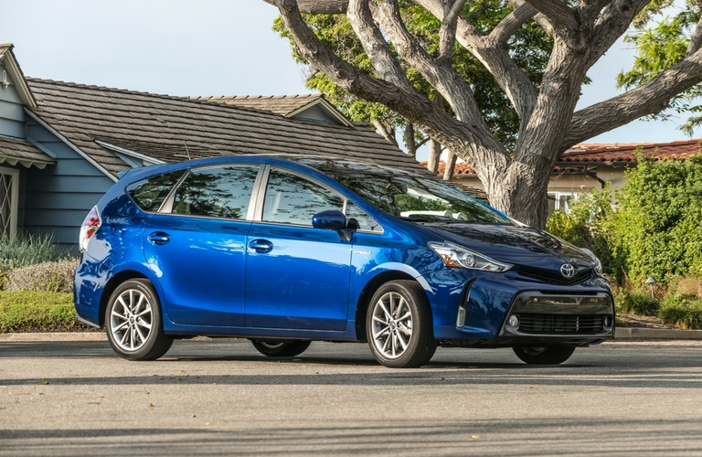 differences between the 2017 toyota prius and 2017 toyota prius v. Black Bedroom Furniture Sets. Home Design Ideas