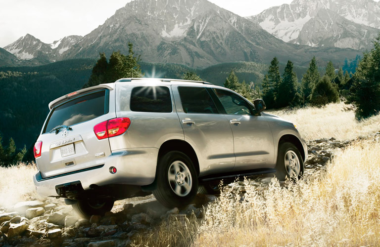 Toyota Sequoia Towing Capacity >> Pros And Cons Of The 2017 Toyota Sequoia Vs The 2017