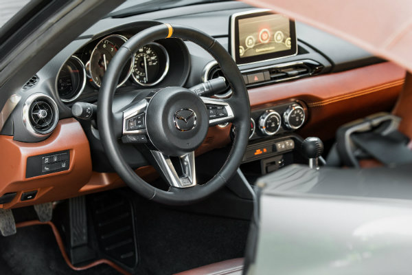 http://blogmedia.dealerfire.com/wp-content/uploads/sites/226/2015/11/2016-Mazda-MX-5-Spyder-interior.jpg