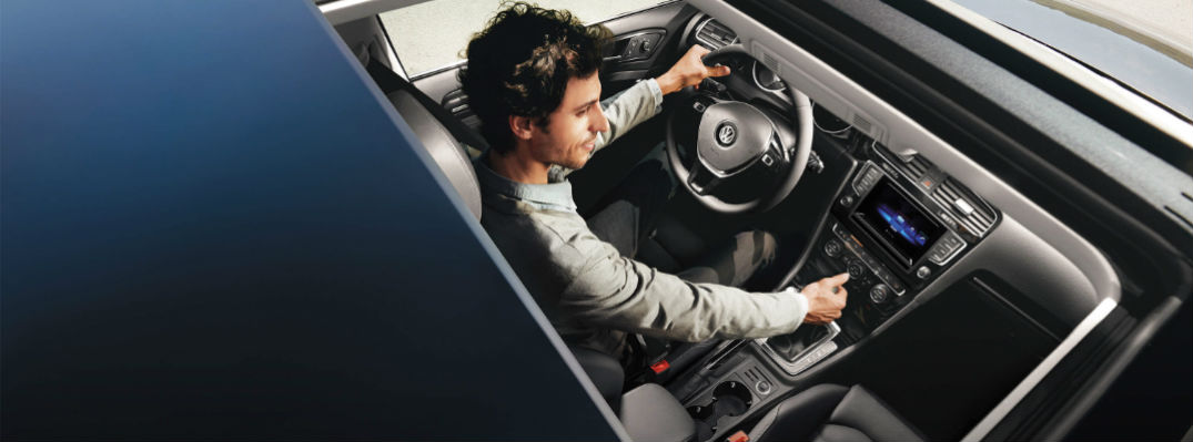 how to adjust the seats in the 2015 Volkswagen Golf