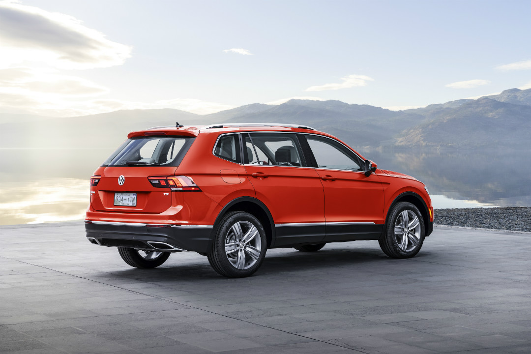 2018 VW Tiguan red back side view