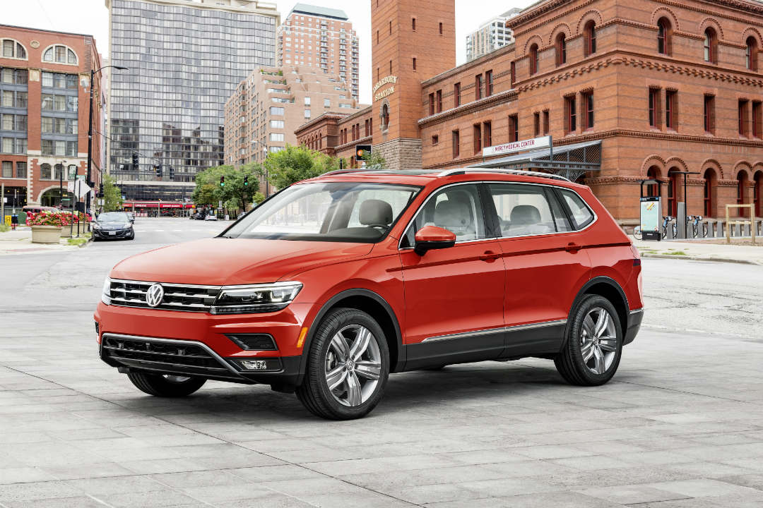 2018 VW Tiguan red side front view