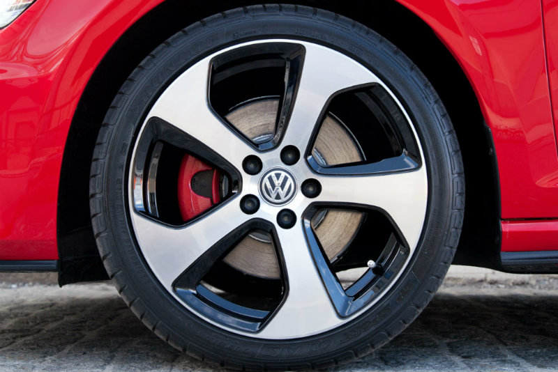 2016 Volkswagen Golf GTI Signature Brake Calipers