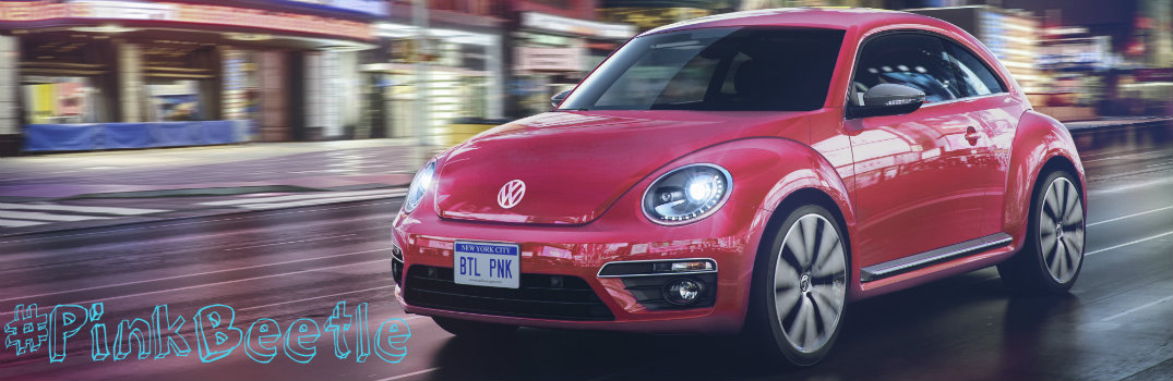 What comes standard in the 2017 VW Pink Beetle?