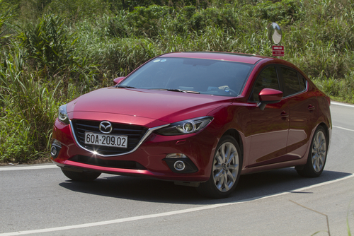mazda drops the price on the 2016 mazda3 adds equipment. Black Bedroom Furniture Sets. Home Design Ideas