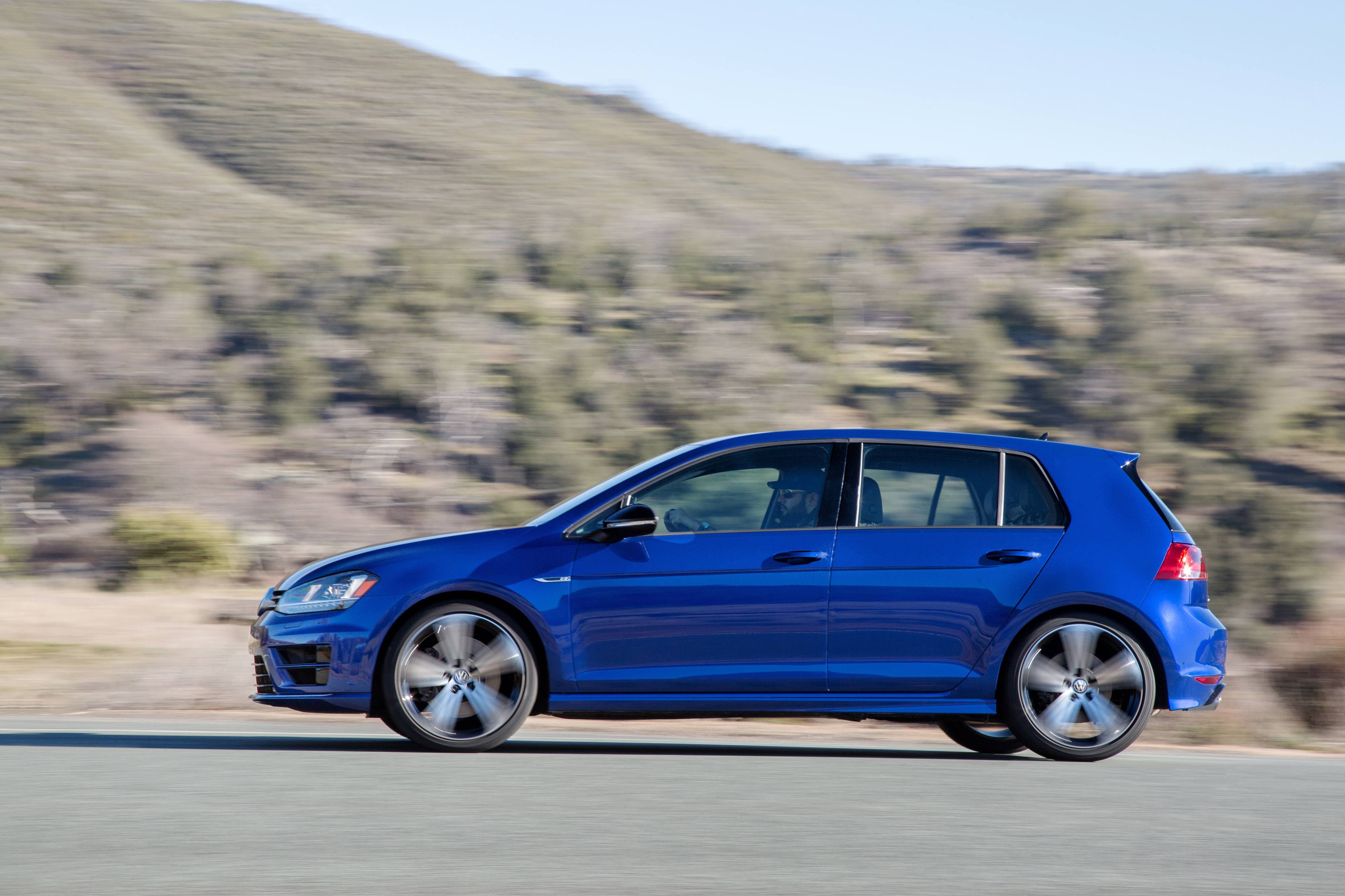 2016 golf r vs gti. Black Bedroom Furniture Sets. Home Design Ideas