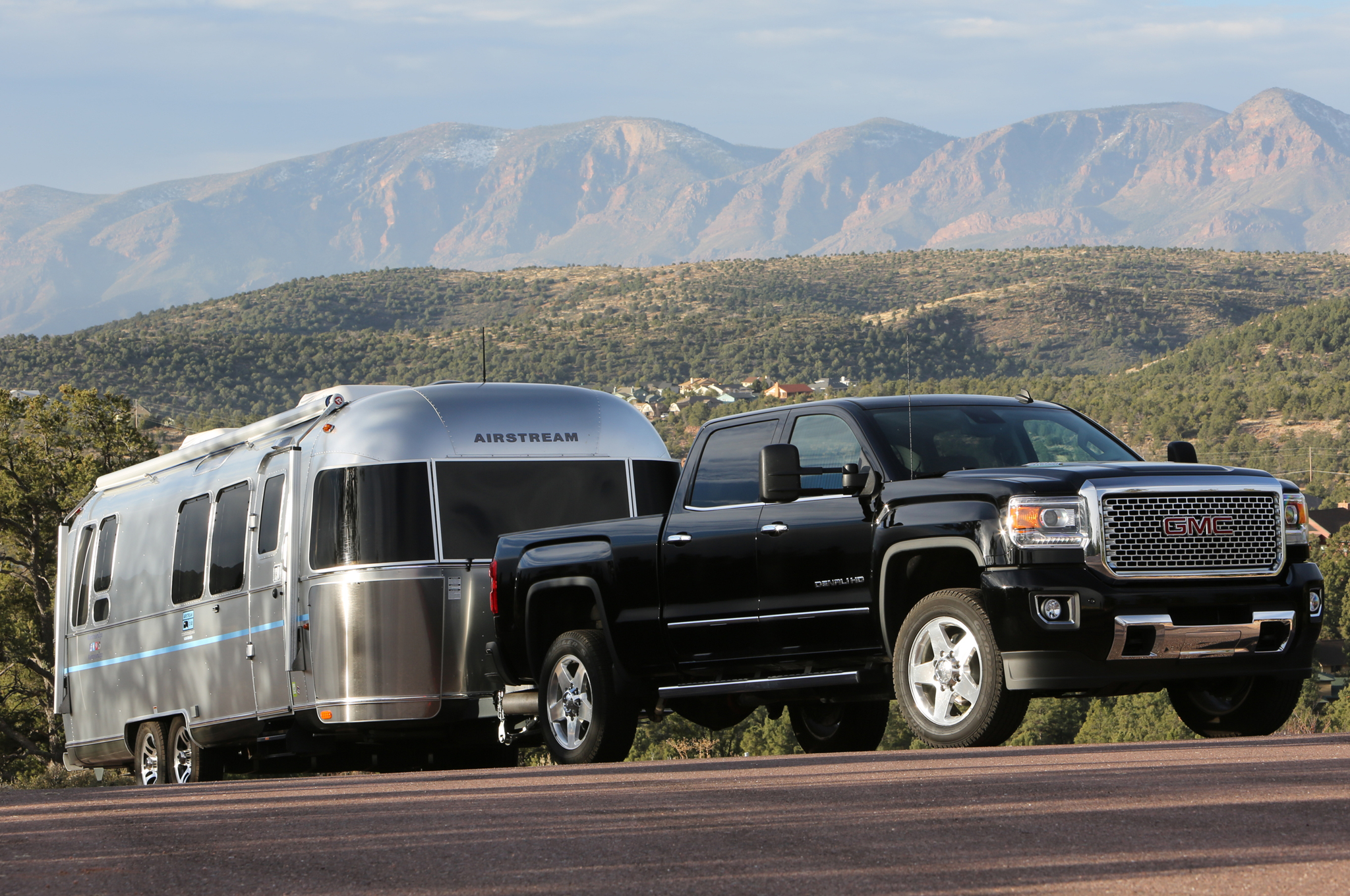 trailering tech in the sierra 2500 cardinale gmc. Black Bedroom Furniture Sets. Home Design Ideas