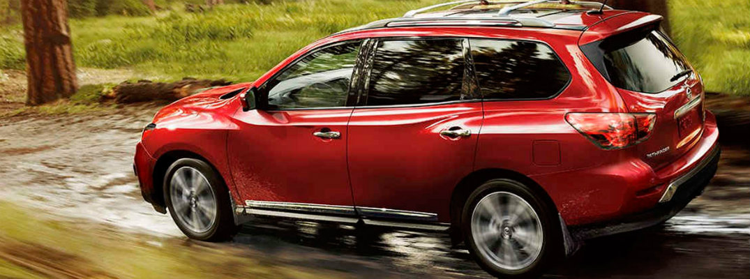2017 Nissan Pathfinder seating capacity and specs