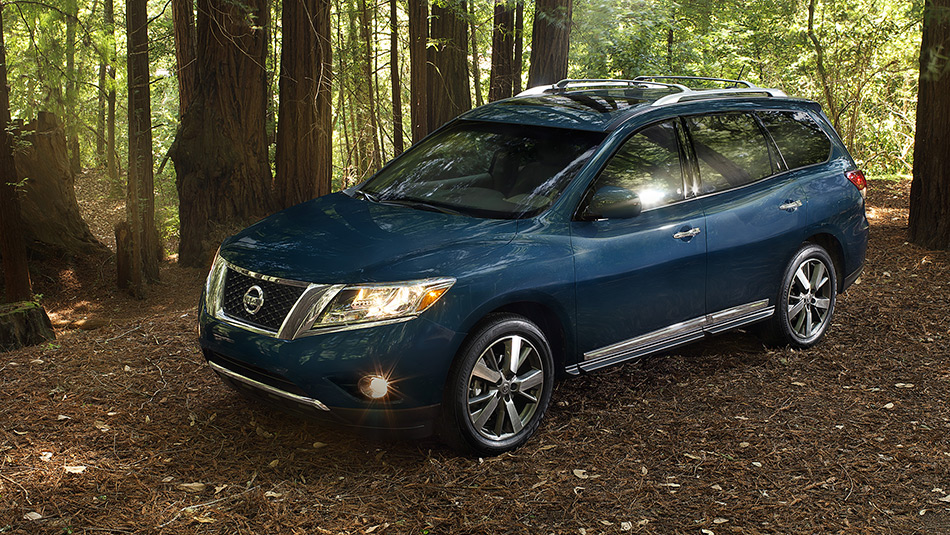 2016 Nissan Pathfinder Arctic Blue Metallic Parked In