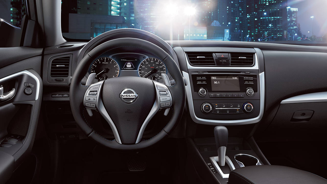 2016-nissan-altima-interior-leather-wrapped-steering-wheel