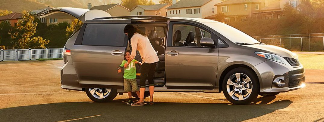 2017 toyota sienna interior specs and features. Black Bedroom Furniture Sets. Home Design Ideas