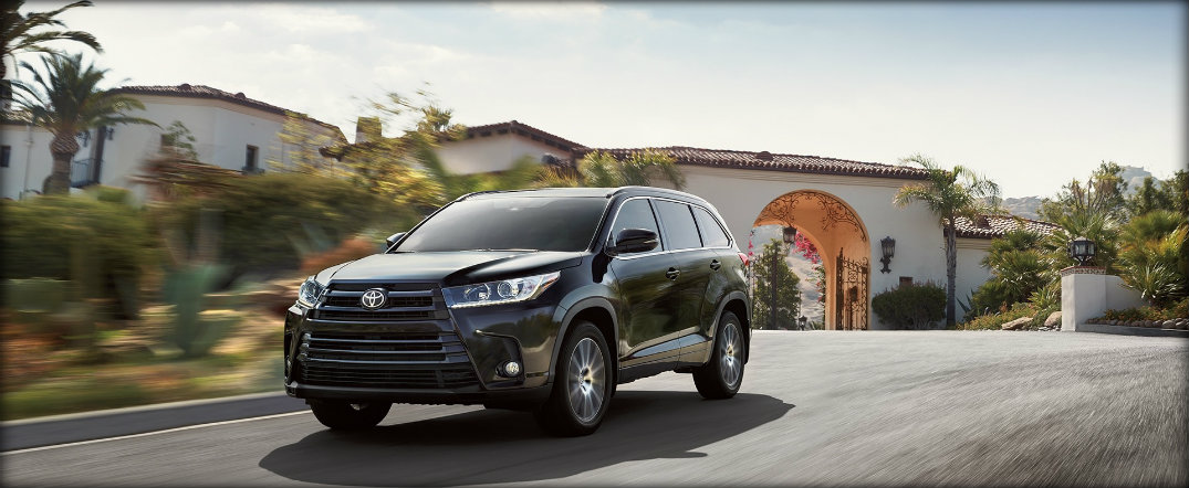front view of the 2017 toyota highlander