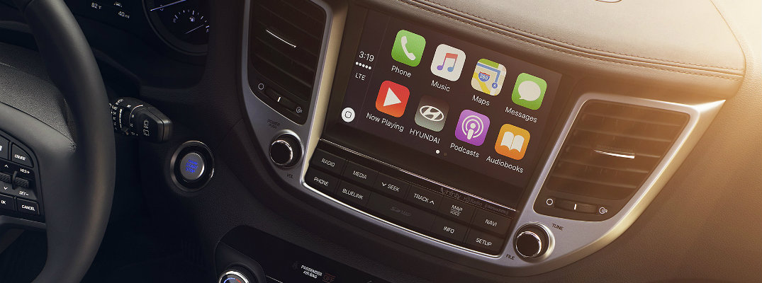 Does the 2017 Hyundai Tucson come with Apple CarPlay?