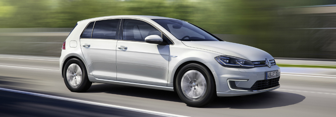 What is the MPGe and range of the 2017 Volkswagen e-Golf?