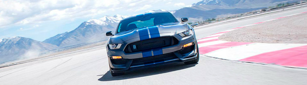 What are the 2017 Ford Mustang engine options?
