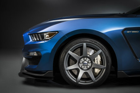 Ford Shelby Mustang GT350R carbon fiber wheels