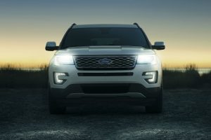 2017 Ford Explorer front exterior grille and headlights_o