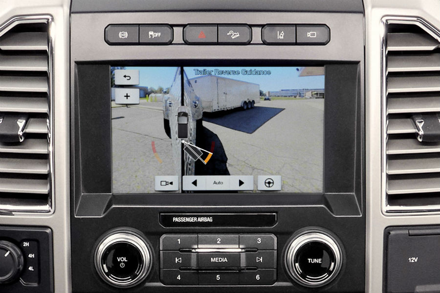 2017 Ford F-Series Super Duty front interior trailer camera_o