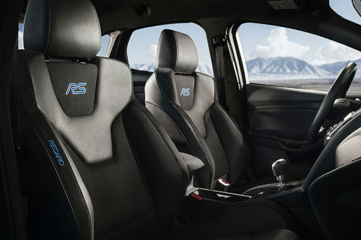 how stylish and comfortable is the 2017 ford focus rs. Black Bedroom Furniture Sets. Home Design Ideas